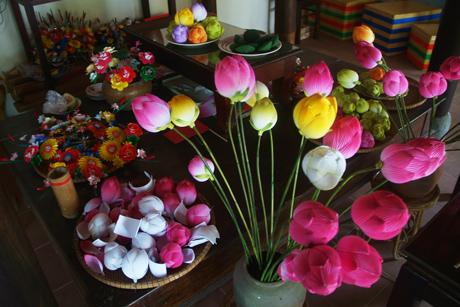 Trang trí phòng khách với hoa sen giấy Thanh Tiên