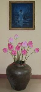 Thiếu nữ và hoa sen của họa sĩ Thân Văn Huy. Ảnh: Trần Đức Anh Sơn